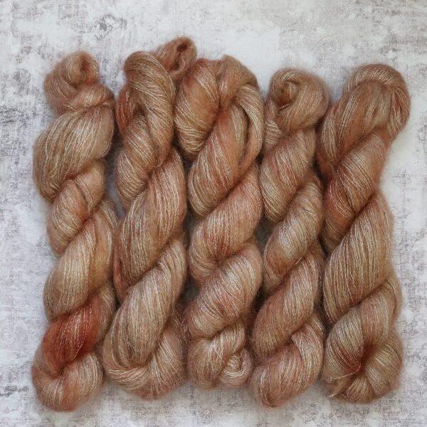Knitamore håndfarvet silk mohair – vinterglød
