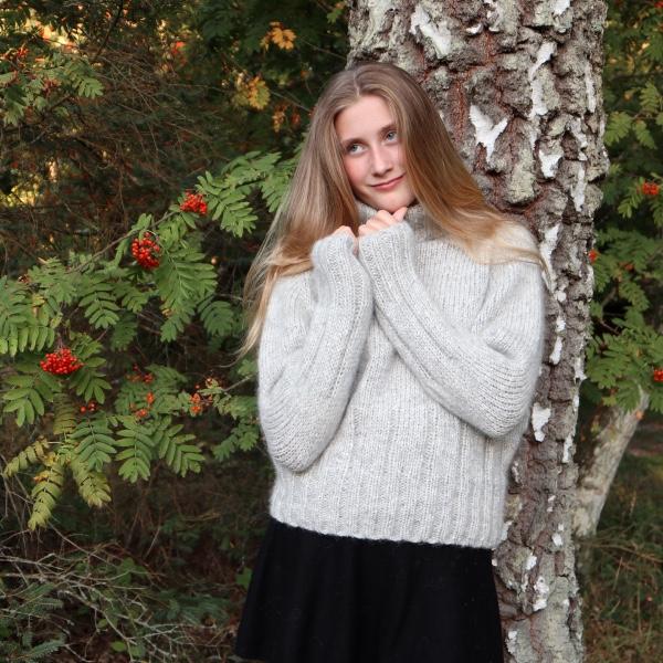 Strikkeopskrift på blød rullekravesweater